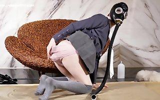 Urinal tgirl play vacuum bed and drinking pee -BDSM 骚贱饮尿女装大佬艾比玩真空床饮,防毒面具,